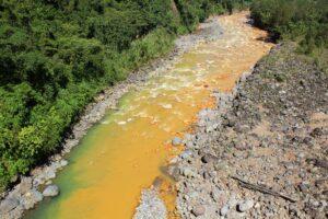 ¿Qué significa soñar con un río sucio?